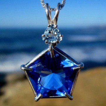 Blue_Siberian_Star_of_Venus_Pendant_with_Aqua_Marine_2000x